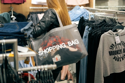 V obchodech kradou stejnou měrou jak zloději, tak zaměstnanci